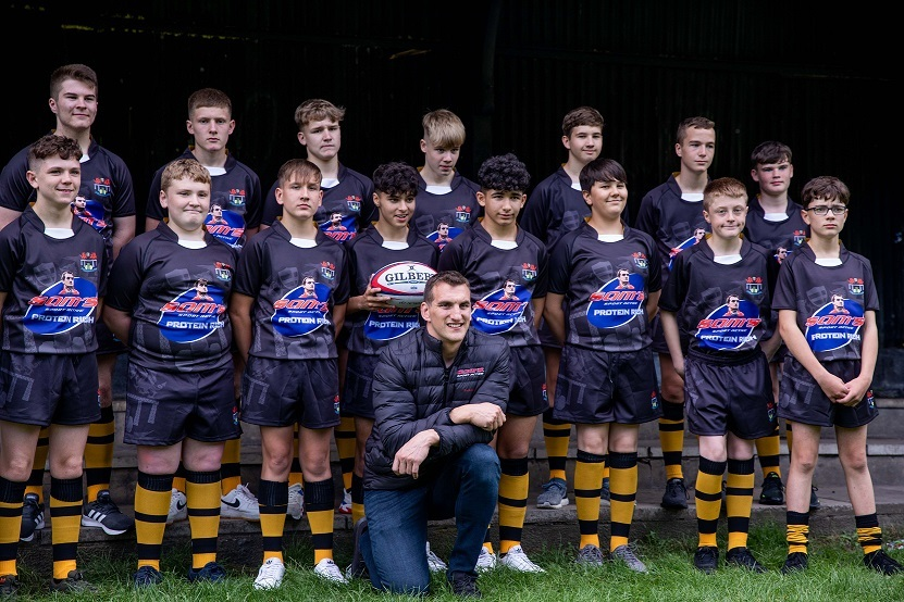 Sam Warburton surprises Caerphilly-based Crumlin Hornets with visit
