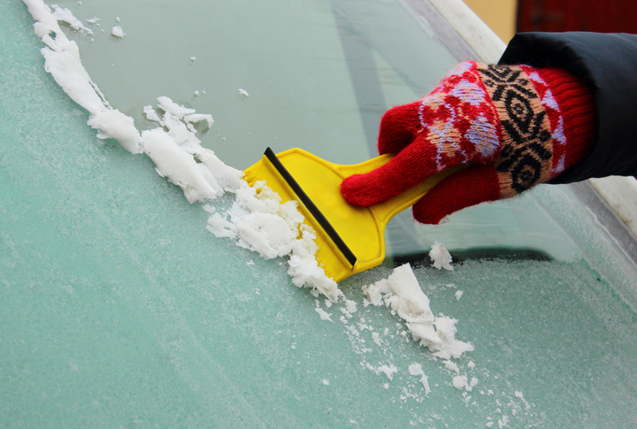How to de-ice you car windscreen - hacks and advice from AA