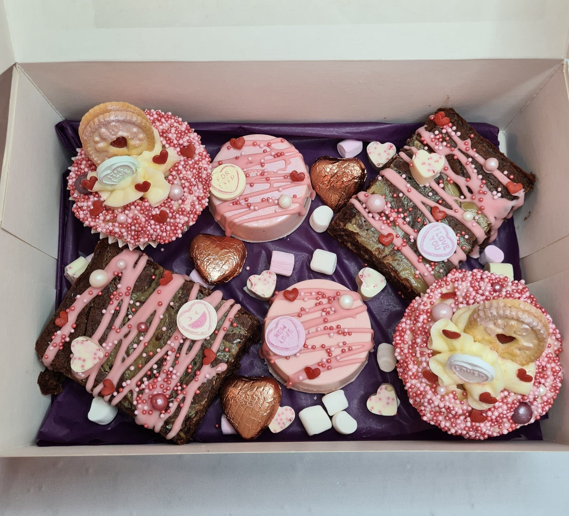 A Valentines share box (Picture: What The Bake)