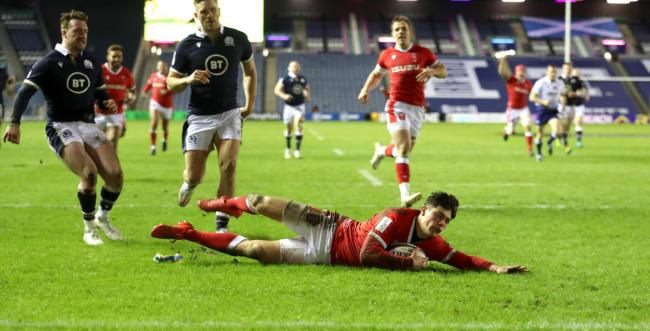 Triple Crown on after wing sensation Rees-Zammit helps Wales edge out Scotland