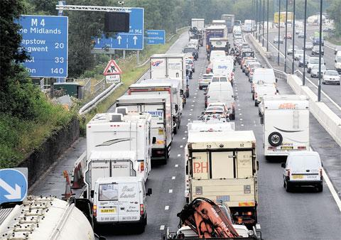 Broken down van causes M4 delays at J28