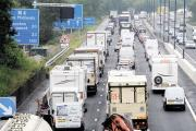 Three vehicle accident closes a westbound lane on M4