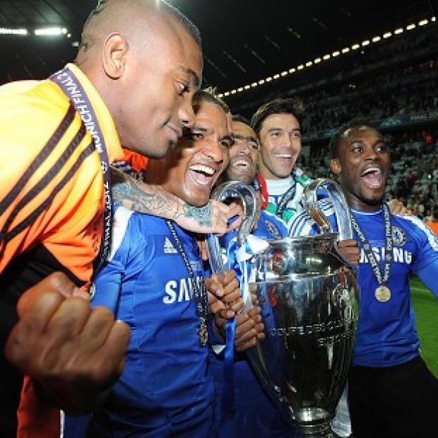 Salomon Kalou (left) and Jose Bosingwa (centre)