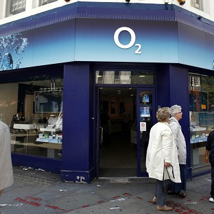 Thousands of mobile users across the country have been unable to send or receive calls or texts after O2's network crashed