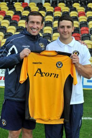 NEW SIGNING: Conor Washington with manager Justin Edinburgh