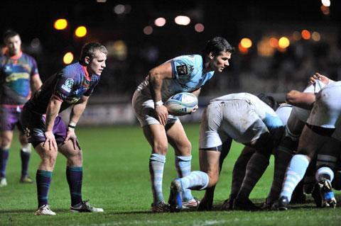 South Wales Argus: LEARNING CURVE: Dragons scrum half Jonathan Evans keeps watch on Bayonne superstar Mike Phillips on Saturday