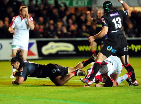 TOUCHDOWN: Andy Tuilagi goes over for a try against Ulster tonight
