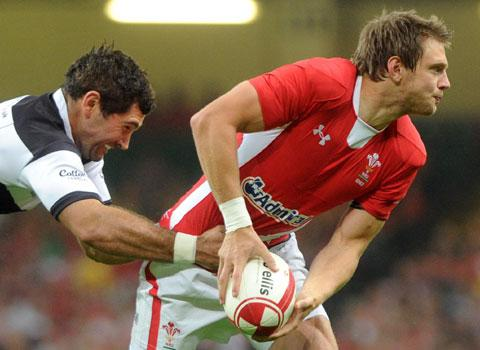 Hook and Biggar battle for the 10 jersey