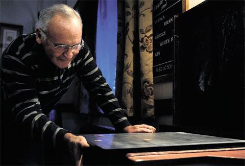 South Wales Argus: ANCIENT GAME: Phil Halford play Shove Ha'penny at the Handpost pub in Newport