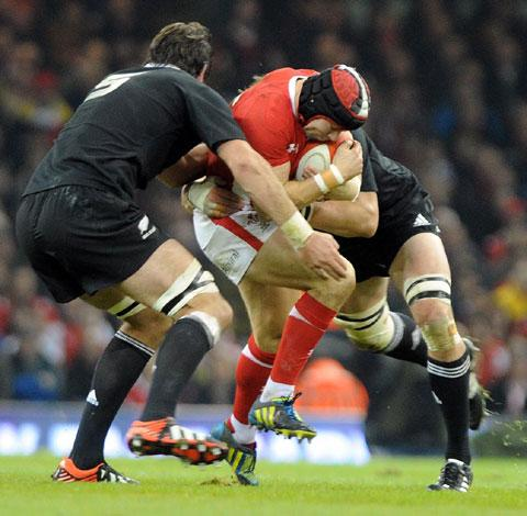 Gerald Davies: Leigh Halfpenny can be Wales' attacking spark