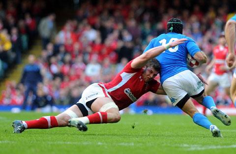 South Wales Argus: TACKLE MACHINE: Dan Lydiate, the 2012 Six Nations player of the tournament