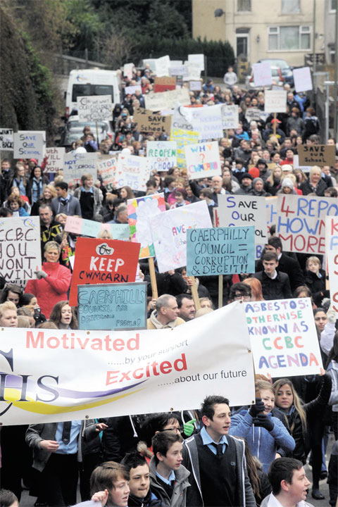 Hundreds protest over Cwmcarn school closure