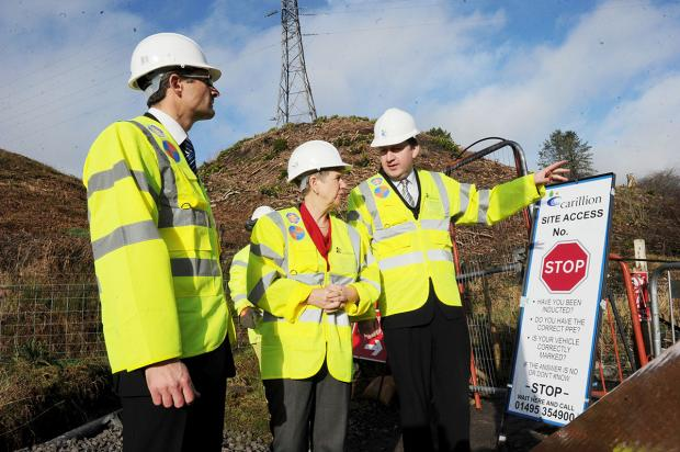 South Wales Argus: VISIT: Finance minister Jane Hutt with Martin Gallimore and project manager Mike Cummine seeing the latest work being done on the A465 Heads of the Valleys road between Brynmawr and Tredegar