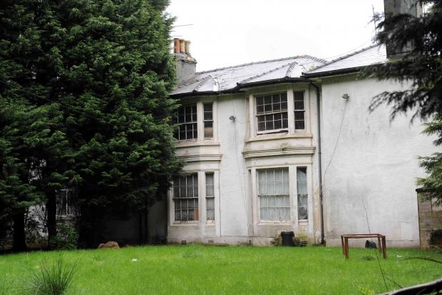 SWA MIKE LEWIS 23 4 12 REPORTER DAVID WOODLANDS HOUSE A ( GRADE TWO) LISTED 19TH CENTURY GENTRY HOUSE IN MALPAS IS UNDER THREAT OF BEING PARTLY DEMOLISHED AGAINST THE WISHES OF BRITISH HERITAGE (4416954)