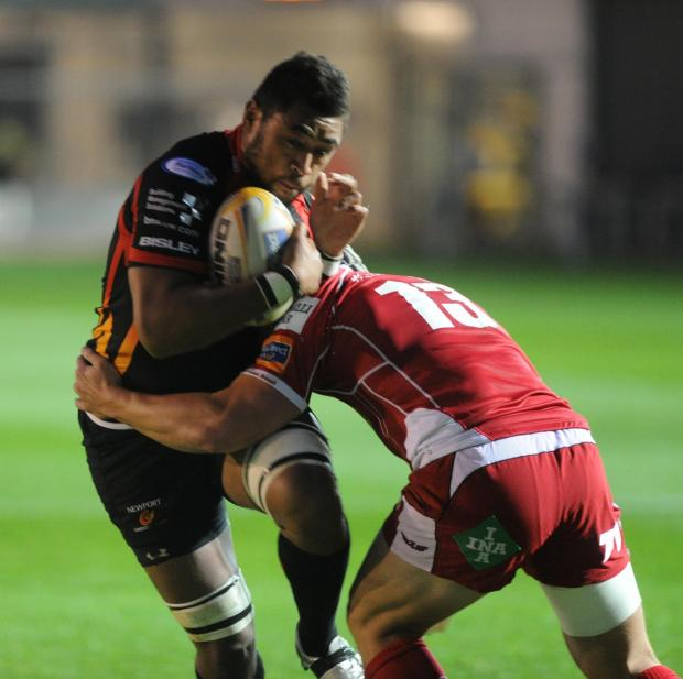 Lyn Jones: Dragons can chase Scarlets down