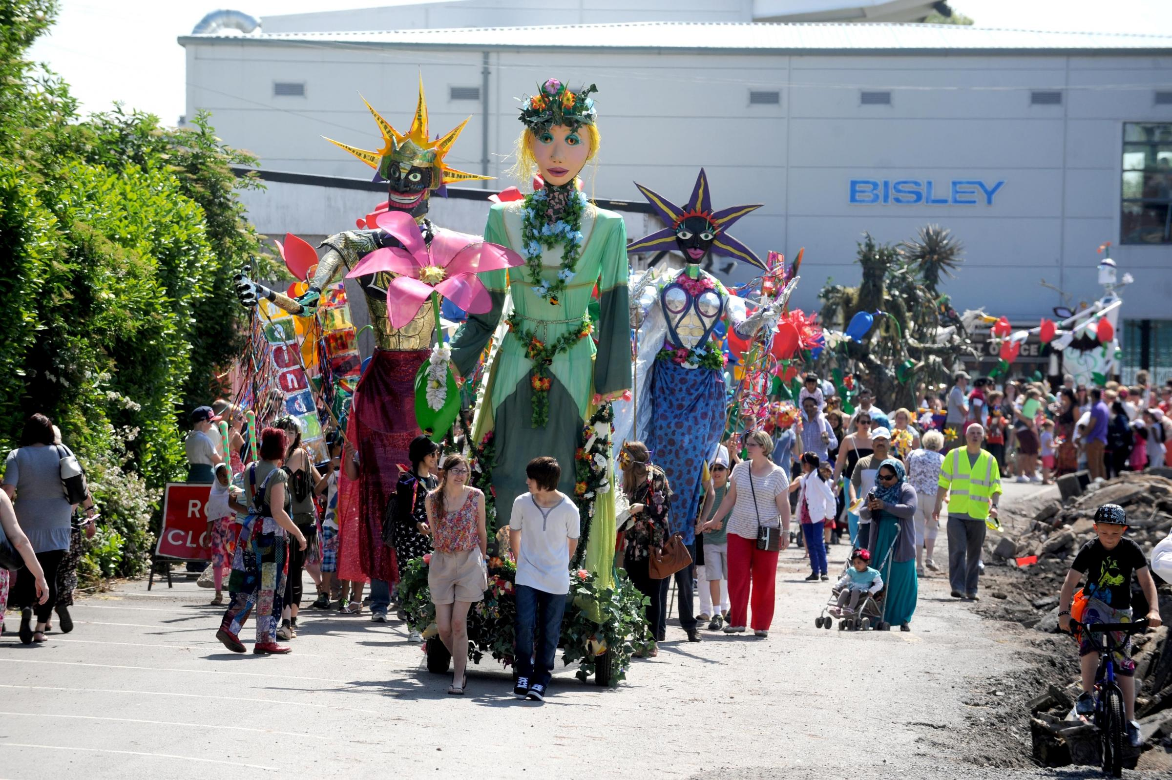 MAINDEE CARNIVAL SETS OFF FROM RODNEY PARADE (6