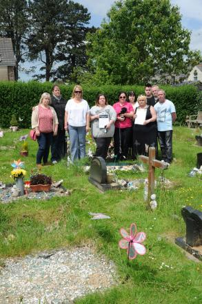 Families in Torfaen are opposed to plans by the council to remove personal items from graves and have collected a 5,000 signature petition (6970075)
