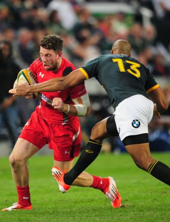 Wales' Alex Cuthbert is tackled by South Africa's J.P. Pietersen , right, during their Rugby test match in Durban, South Africa, Saturday, June 14, 2014. (AP Photo). (7154913)