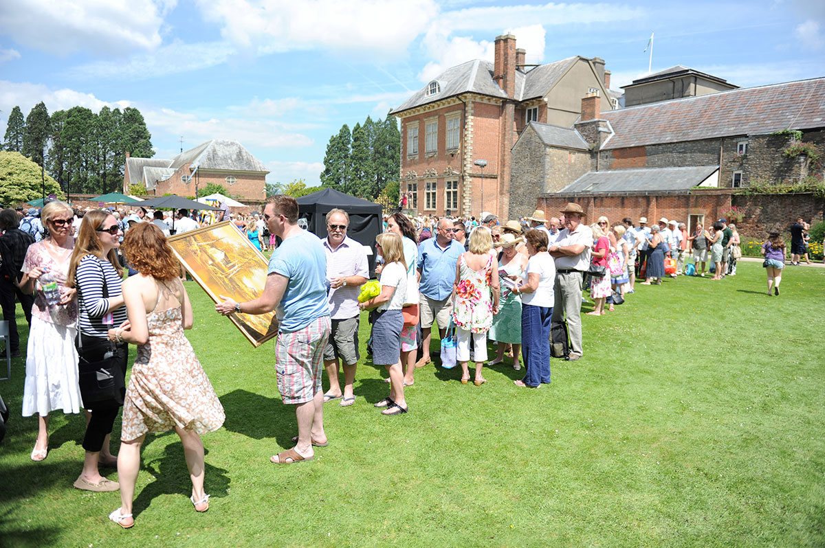 Crowds join Antiques Roadshow in Newport