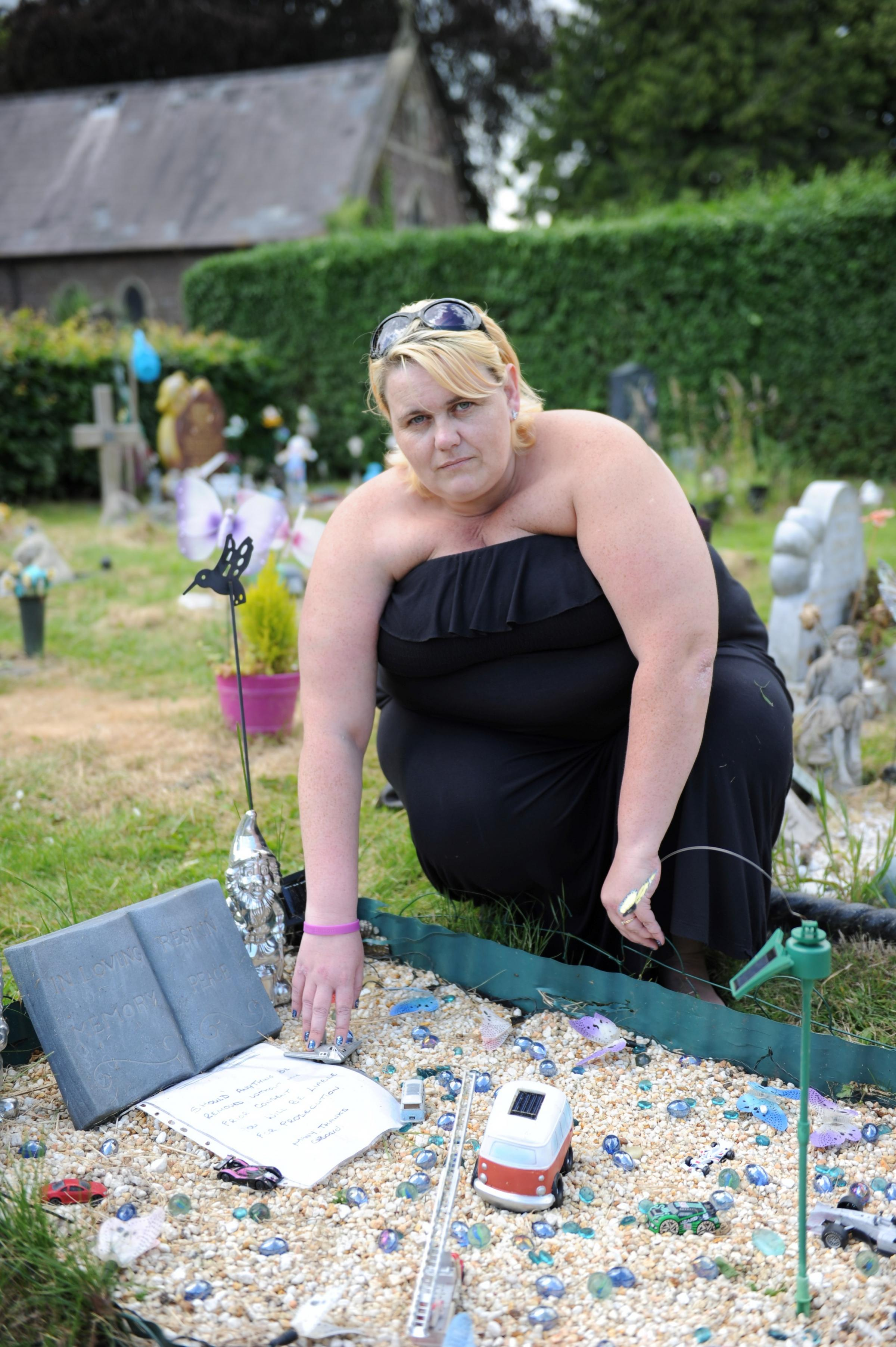 Solar Grave Decorations 5000 Sign Petition Started By Mum Of Stillborn Son Calling On