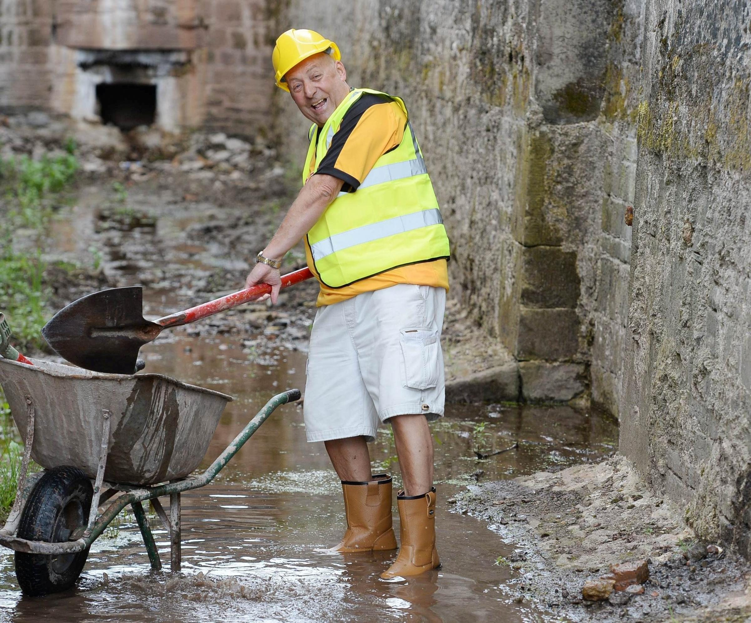 Gwent lotto winner lends helping hand to canal restoration project