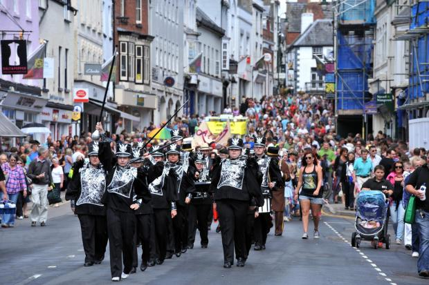South Wales Argus: Monmouth Carnival Crowds (8578659)