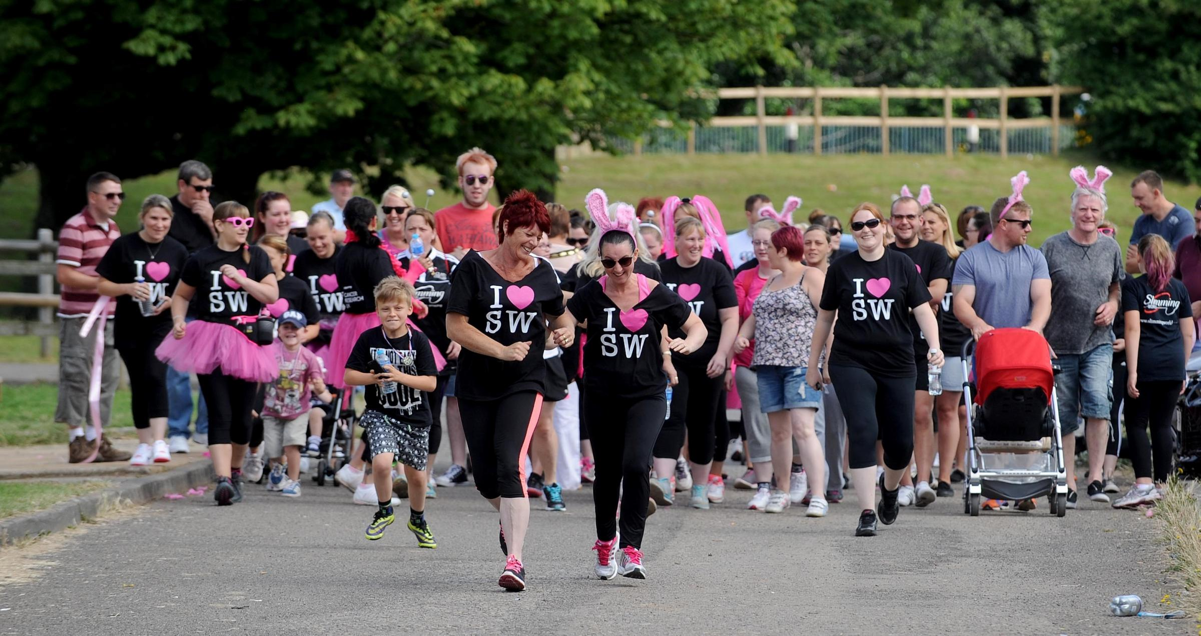 Start of the Slimmimg World Race for Life in Cwmbran raising money for Cancer Research UK (8639409)