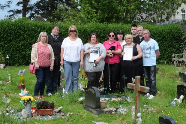 Families in Torfaen are opposed to plans by the council to remove personal items from graves and have collected a 5,000 signature petition (6969823)