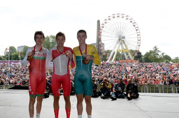 BRONZE: Geraint Thomas, left, with winner Alex Dowsett and silver medalist Rohan Dennis