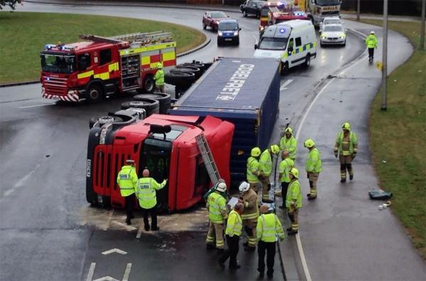 Overturned lorry partly blocks SDR