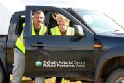 Work Expereience-Helping Natural Resources Wales clean up thye Newport Wetlands PREPARED  Argus reporter Becky Carr with reserve manager Kevin Dupe (8997204)