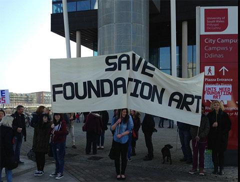Students protest against closure of art course