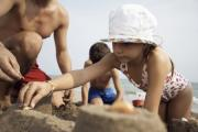 Father building sandcastles with son and daughter (7-9), close-up (22994115)