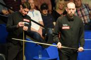 Mark Williams (right) during his match against Matthew Stevens (left), during the Betfred World Championships at the Crucible Theatre, Sheffield. PRESS ASSOCIATION Photo. Picture date: Tuesday April 21, 2015. See PA story SNOOKER World. Photo credit shoul
