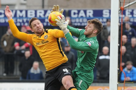 Darren Jones agrees new contract to stay at Newport County