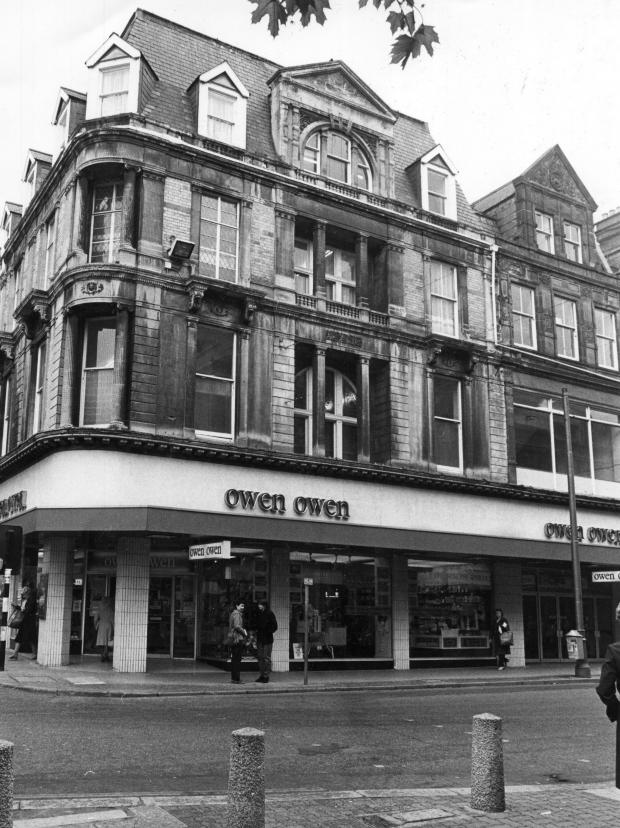 South Wales Argus: DEPARTMENT STORE: Picture taken in 1980 of Owen Owen on the corner of Charles Street and Commercial Street in Newport