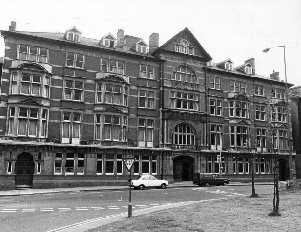 South Wales Argus: GRAND: A 1980 shot of The King's Head Hotel in Newport