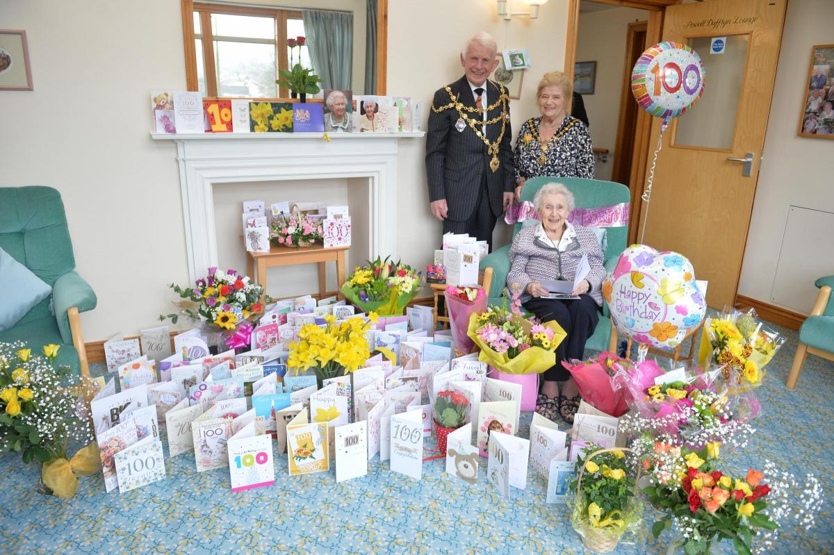 Video Thank You Hundreds Of 100th Birthday Cards Were Sent To A