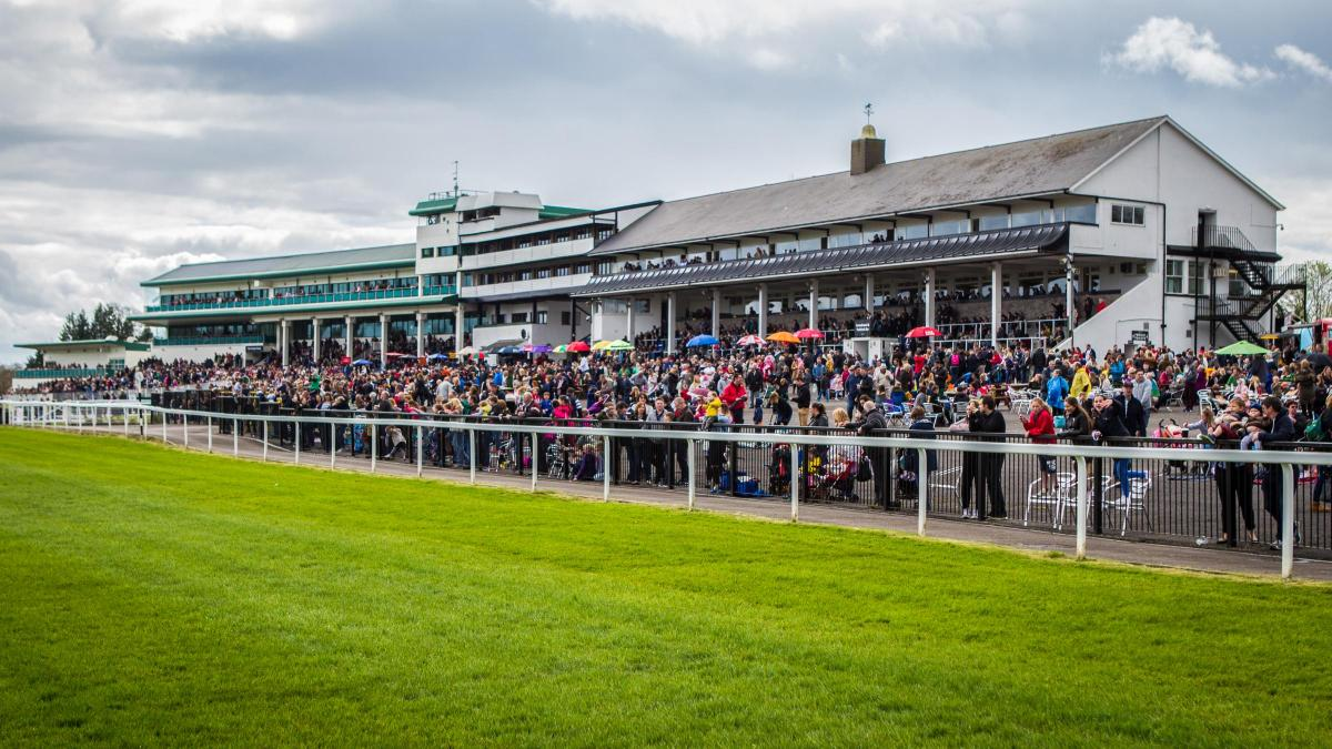 Crowds headed to the races for easter monday charity event south crowds headed to the races for easter monday charity event negle Choice Image
