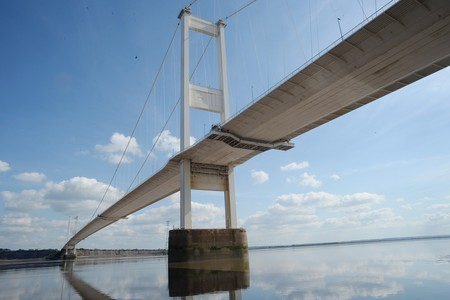 Speed limit reduced on the Severn Bridge because of strong winds