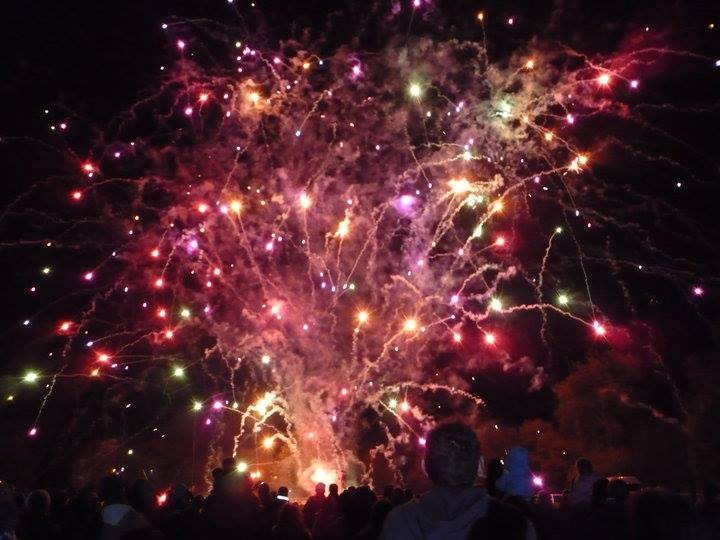Pontypool Round Table Fireworks To Music