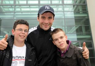 Joe Calzaghe with Brodie Hiscock (l) and James Allen