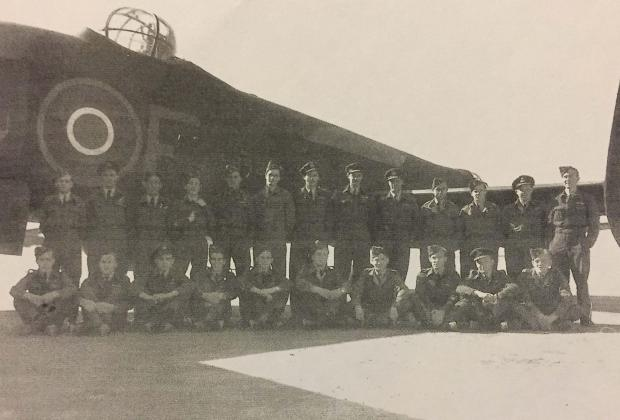 South Wales Argus: PATHFINDERS: Crew of a 614 Squadron Halifax in Italy