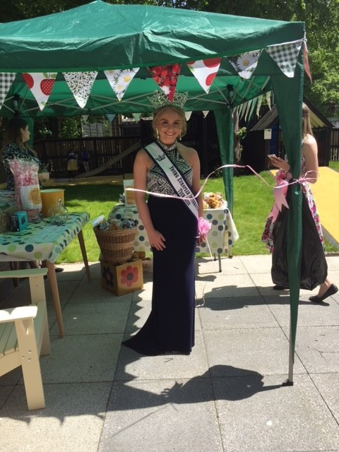 SMILES:Young European Teen Miss International, Macie Dawkins took part in a sponsored walk for Ronald McDonald House