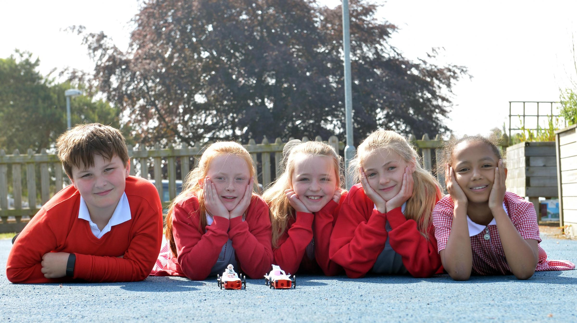 Castle Park Primary school of the week. Year 5 students who took on the F! challenge L-R Jack Hallett 9, Leah Arnold 9, Kacey Vincent 10, Meighan Moreton 10 and Flora L'Image 10 .   www.christinsleyphotography.co.uk