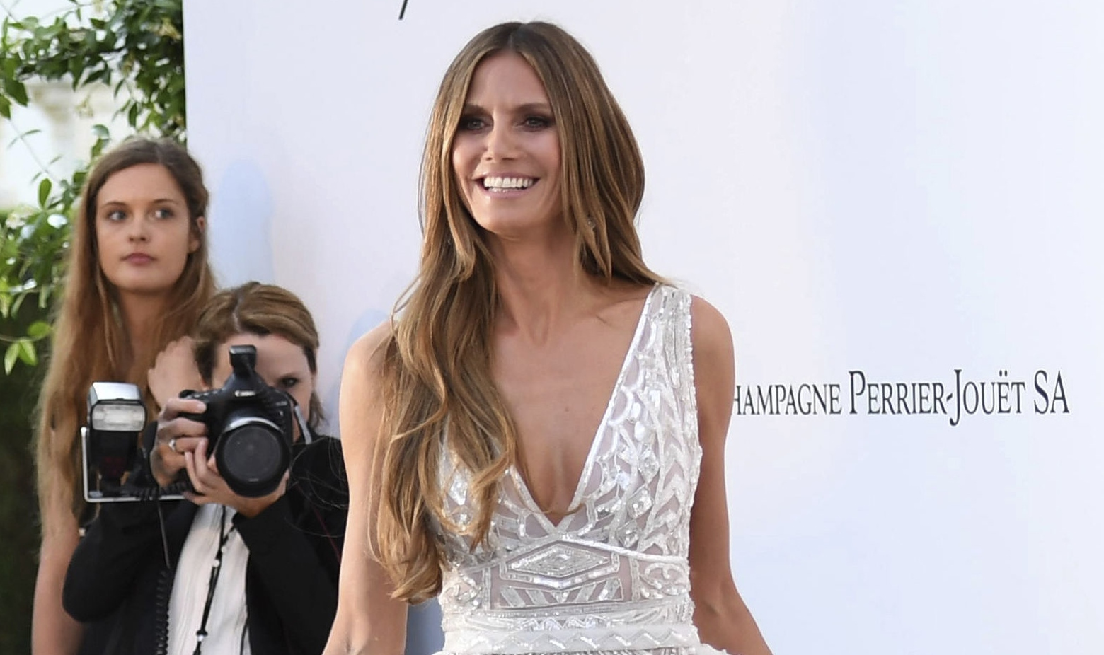 Model Heidi Klum poses for photographers upon arrival at the amfAR, Cinema Against AIDS, benefit at the Hotel du Cap-Eden-Roc, during the 71st international Cannes film festival, in Cap d'Antibes, southern France, Thursday, May 17, 2018. (Photo by Art
