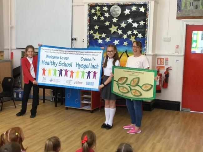 Cwmfelinfach Primary School celebrates its National Quality Award for students' health and wellbeing